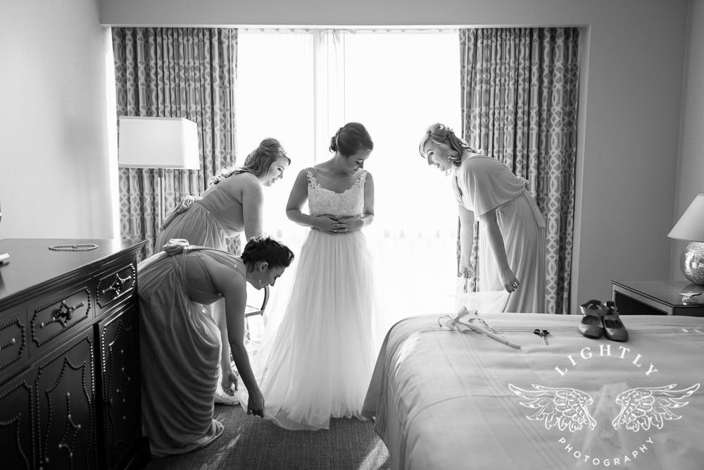 Wedding Omni Fort Worth Bridal Blooms Randy Ro Entertainment Creme de la Creme Amanda McCollum Lightly Photography-004