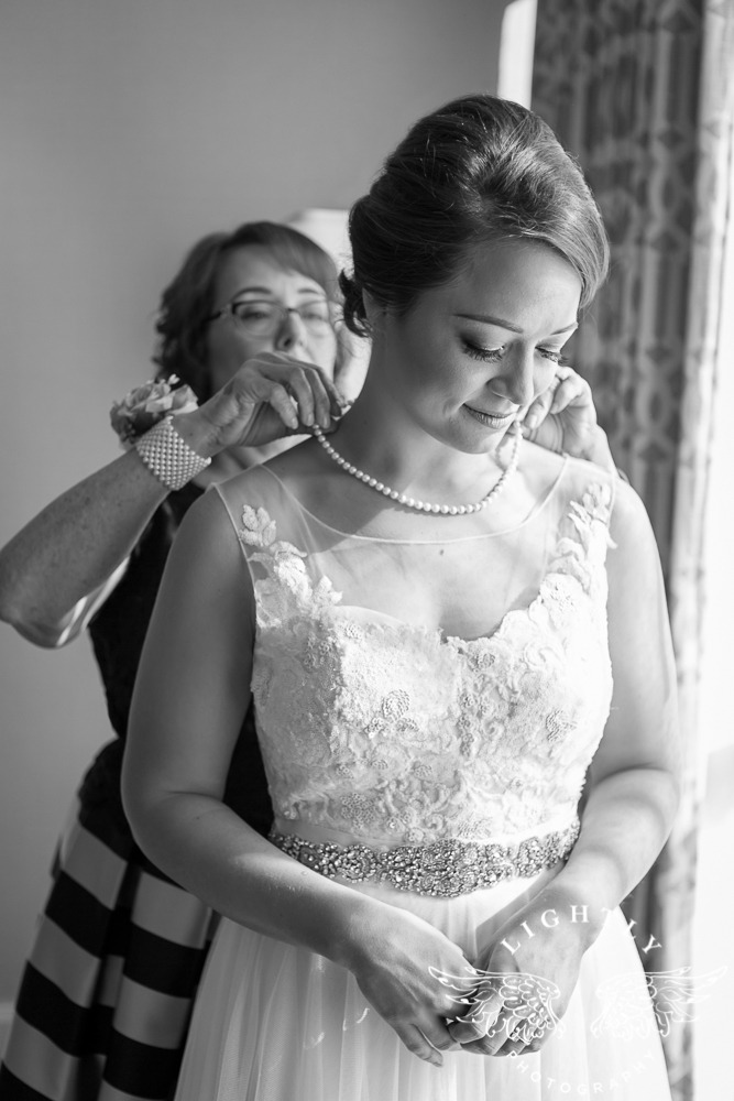 Wedding Omni Fort Worth Bridal Blooms Randy Ro Entertainment Creme de la Creme Amanda McCollum Lightly Photography-005