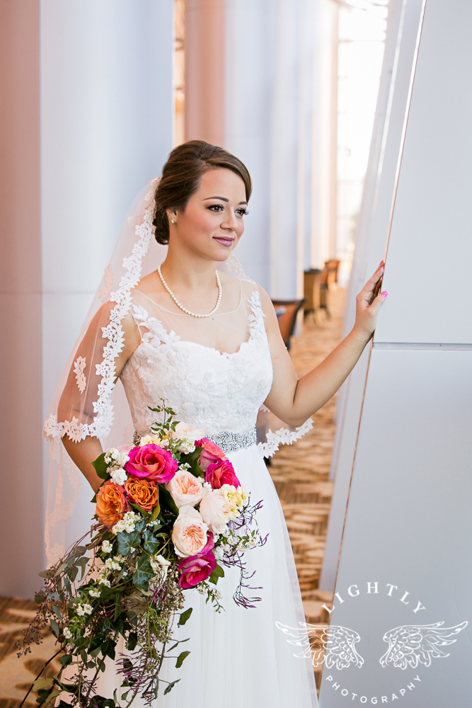 Wedding Omni Fort Worth Bridal Blooms Randy Ro Entertainment Creme de la Creme Amanda McCollum Lightly Photography-017