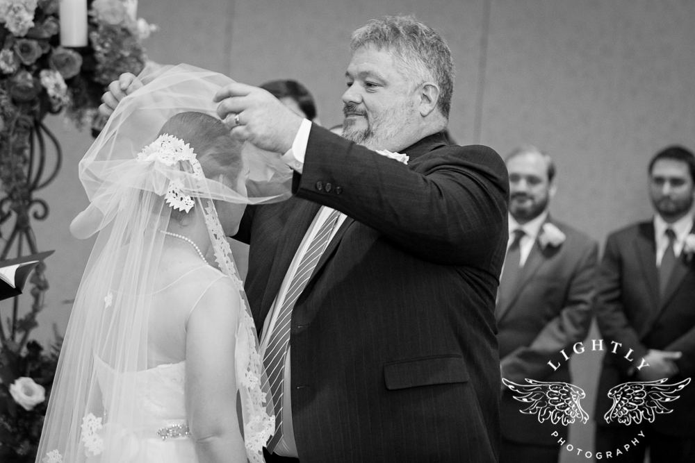 Wedding Omni Fort Worth Bridal Blooms Randy Ro Entertainment Creme de la Creme Amanda McCollum Lightly Photography-024