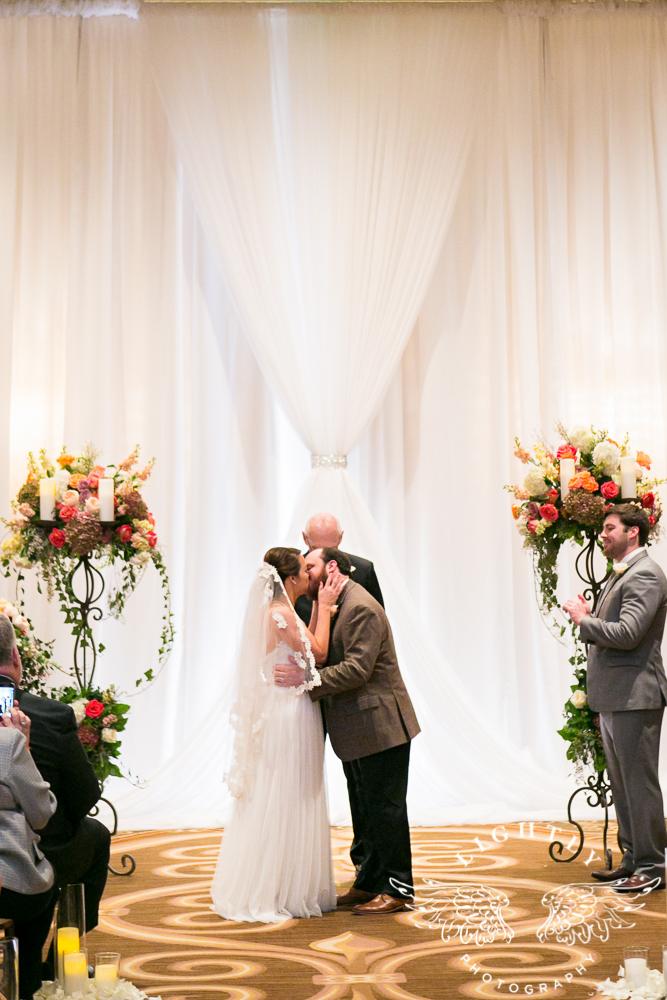 Wedding Omni Fort Worth Bridal Blooms Randy Ro Entertainment Creme de la Creme Amanda McCollum Lightly Photography-031