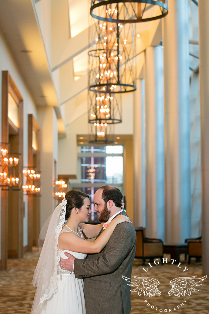 Wedding Omni Fort Worth Bridal Blooms Randy Ro Entertainment Creme de la Creme Amanda McCollum Lightly Photography-041