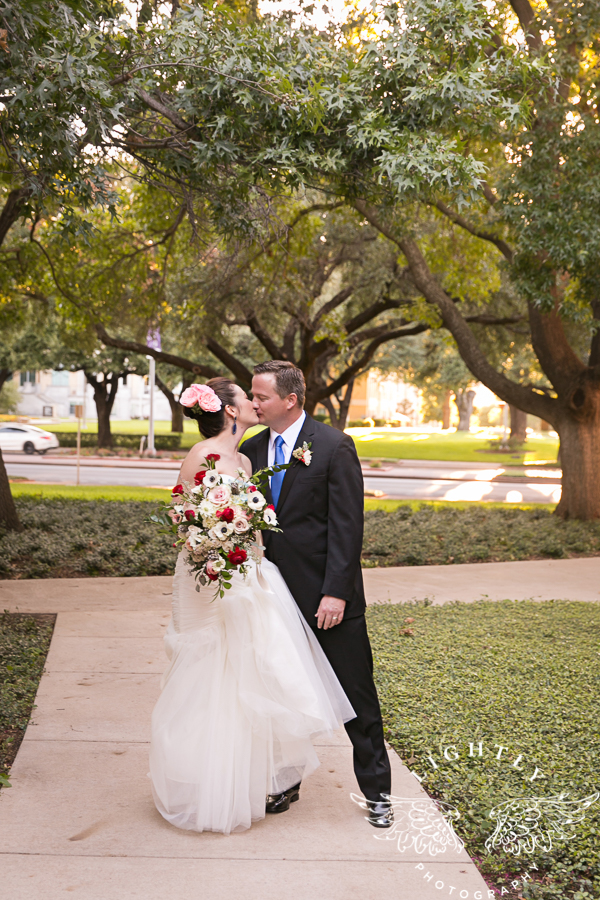 fort-worth-wedding-robert-carr-chapel-reata-bliss-bridal-salon-david-kimmel-floral-greg-beck-by-lightly-photography-0045