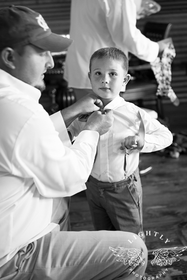 wedding-at-thistle-springs-ranch-bliss-bridal-salon-remebrance-flowers-leforce-entertainment-mens-warehouse-serendipity-events-by-tina-lightly-photography-0011