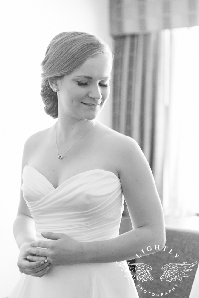 wedding-robert-carr-tcu-reata-restaurant-downtown-fort-worth-lip-service-makeup-amanda-mccollum-lightly-photography-002