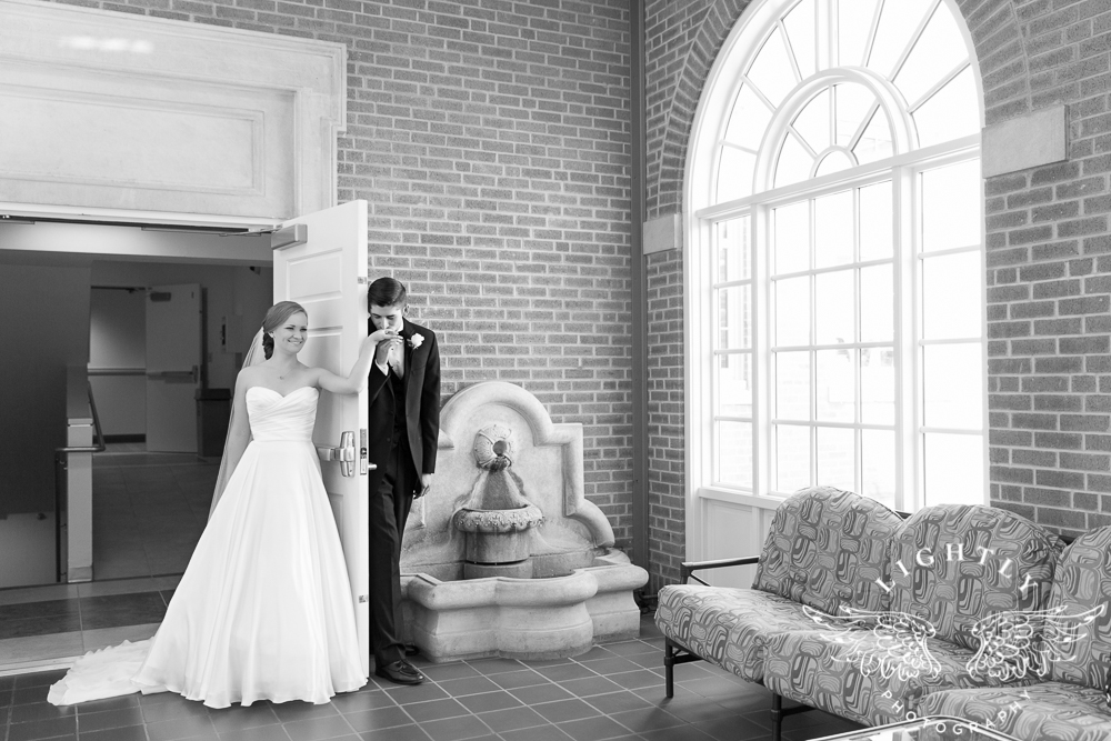 wedding-robert-carr-tcu-reata-restaurant-downtown-fort-worth-lip-service-makeup-amanda-mccollum-lightly-photography-015