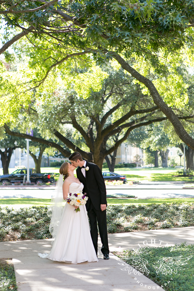 wedding-robert-carr-tcu-reata-restaurant-downtown-fort-worth-lip-service-makeup-amanda-mccollum-lightly-photography-034