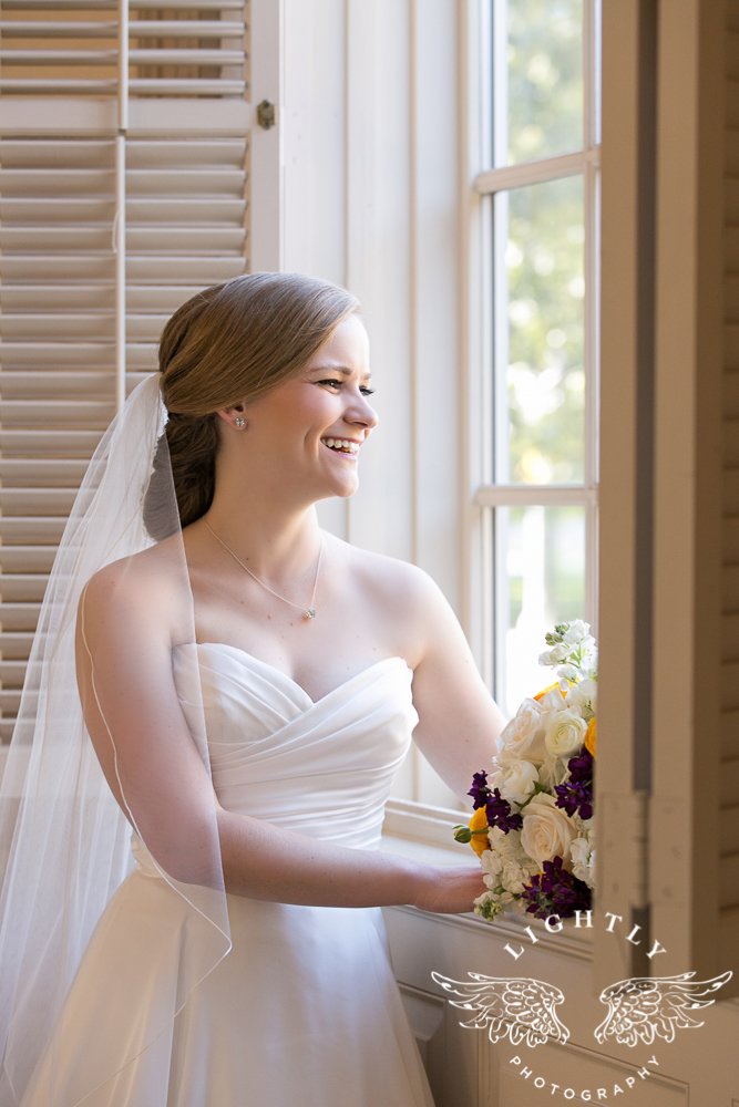 wedding-robert-carr-tcu-reata-restaurant-downtown-fort-worth-lip-service-makeup-amanda-mccollum-lightly-photography-037