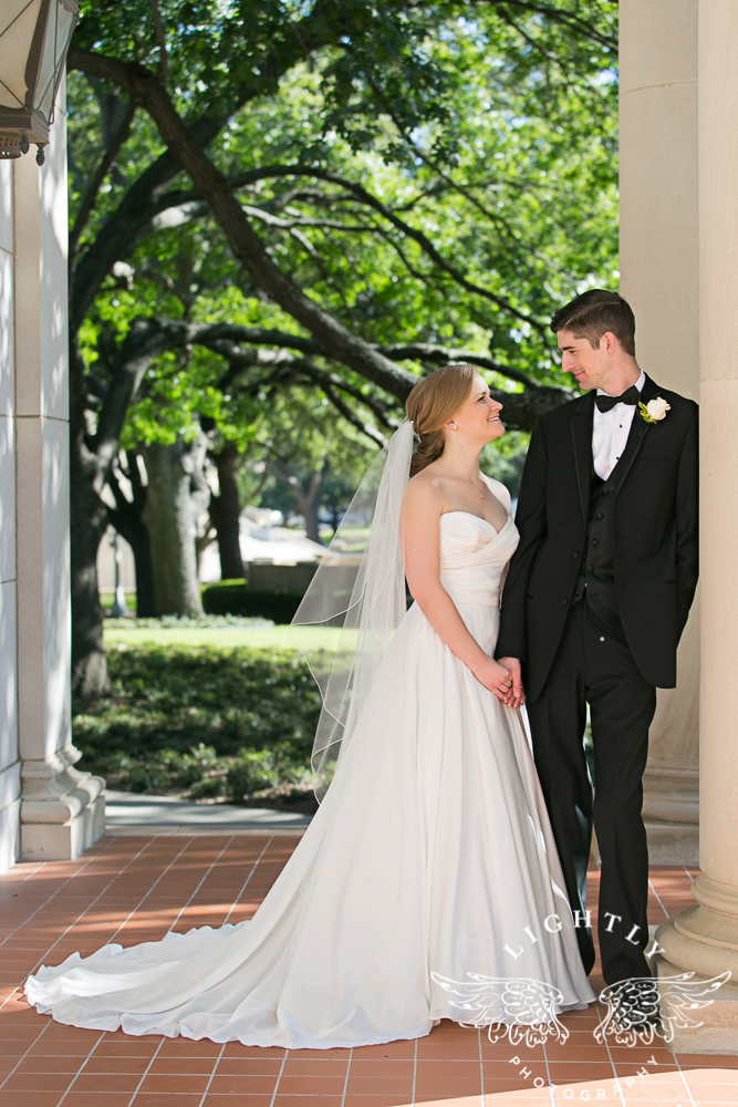 wedding-robert-carr-tcu-reata-restaurant-downtown-fort-worth-lip-service-makeup-amanda-mccollum-lightly-photography-042