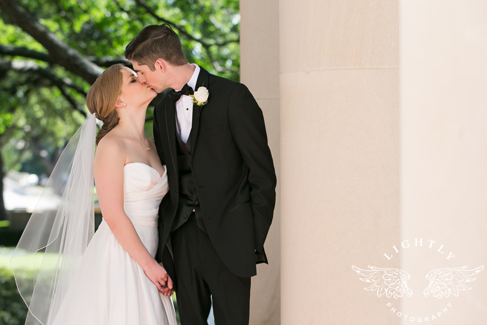 wedding-robert-carr-tcu-reata-restaurant-downtown-fort-worth-lip-service-makeup-amanda-mccollum-lightly-photography-043