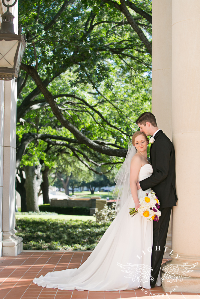 wedding-robert-carr-tcu-reata-restaurant-downtown-fort-worth-lip-service-makeup-amanda-mccollum-lightly-photography-044