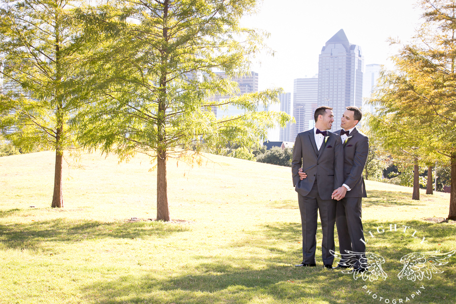 dallas-wedding-city-place-towers-lizzie-bees-flowers-lightly-photography-0038