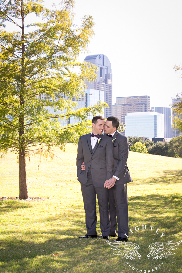 dallas-wedding-city-place-towers-lizzie-bees-flowers-lightly-photography-0041