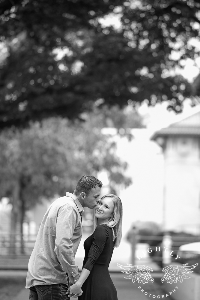 engagement-session-fort-worth-stockyards-downtown-fort-worth-amanda-mccollum-lightly-photography-010