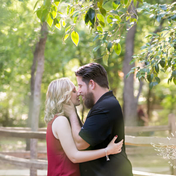 Amanda & Aaron - Engagement Pictures in Downtown Grapevine & Botanic Gardends