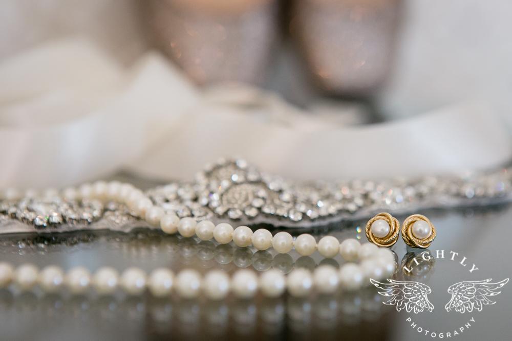 Wedding details Omni Fort Worth Bridal Blooms Randy Ro Entertainment Creme de la Creme Cakes Amanda McCollum Lightly Photography-004