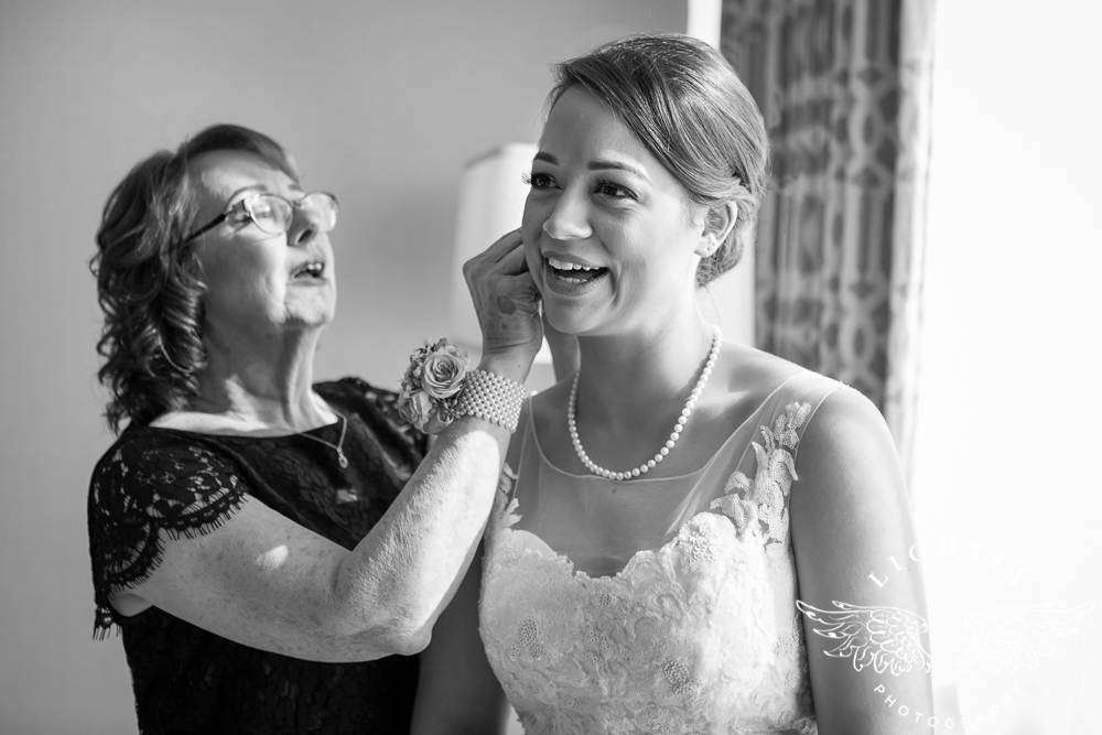 Wedding Omni Fort Worth Bridal Blooms Randy Ro Entertainment Creme de la Creme Amanda McCollum Lightly Photography-006