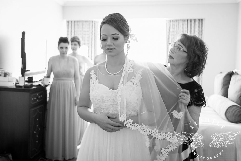 Wedding Omni Fort Worth Bridal Blooms Randy Ro Entertainment Creme de la Creme Amanda McCollum Lightly Photography-007