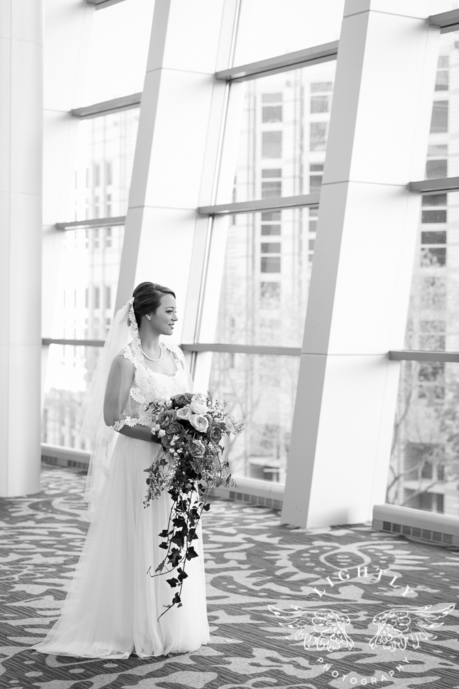 Wedding Omni Fort Worth Bridal Blooms Randy Ro Entertainment Creme de la Creme Amanda McCollum Lightly Photography-016