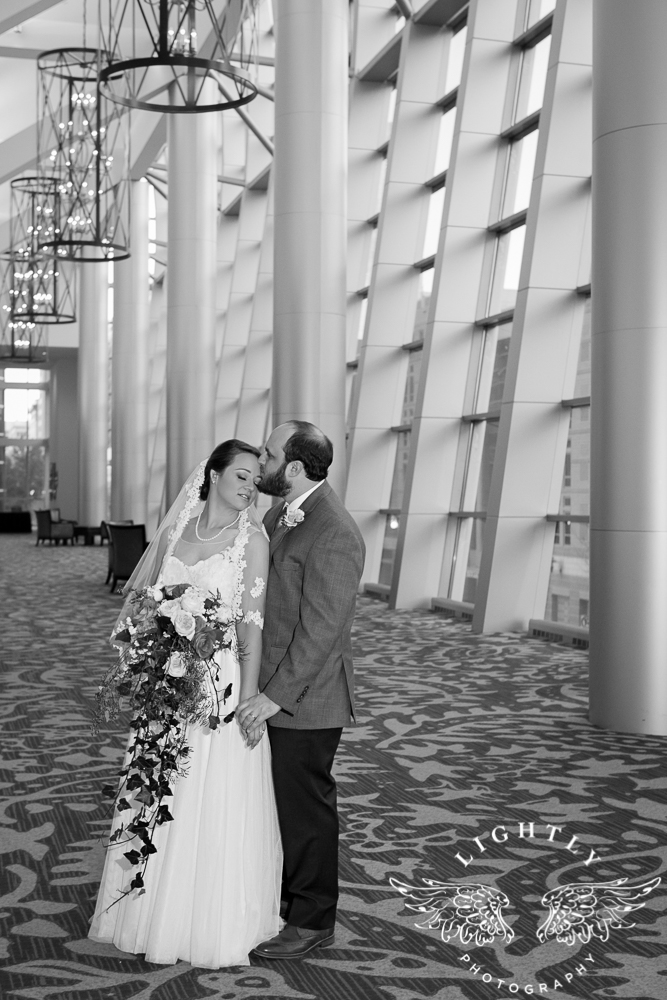 Wedding Omni Fort Worth Bridal Blooms Randy Ro Entertainment Creme de la Creme Amanda McCollum Lightly Photography-039