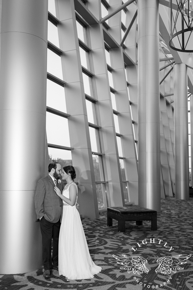 Wedding Omni Fort Worth Bridal Blooms Randy Ro Entertainment Creme de la Creme Amanda McCollum Lightly Photography-043