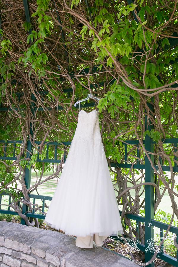 Fort Worth Wedding Botanical Gardens Chateua at Forest Park Bridal Blooms Brickhouse Bridal Calling All Cakes LeForce Entertainment Artistic Wedding Hair-0001