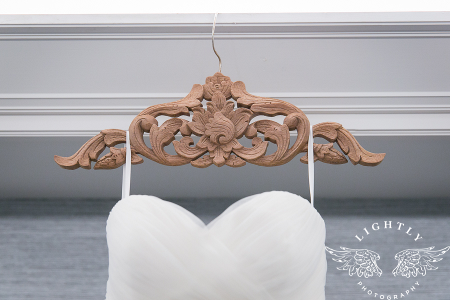 fort-worth-wedding-robert-carr-chapel-reata-bliss-bridal-salon-david-kimmel-floral-greg-beck-by-lightly-photography-0003