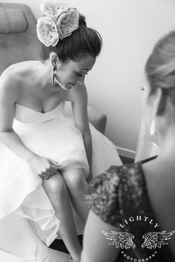 fort-worth-wedding-robert-carr-chapel-reata-bliss-bridal-salon-david-kimmel-floral-greg-beck-by-lightly-photography-0017