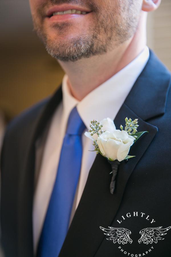 fort-worth-wedding-robert-carr-chapel-reata-bliss-bridal-salon-david-kimmel-floral-greg-beck-by-lightly-photography-0018