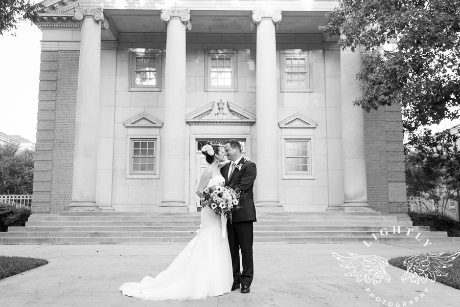 fort-worth-wedding-robert-carr-chapel-reata-bliss-bridal-salon-david-kimmel-floral-greg-beck-by-lightly-photography-0057
