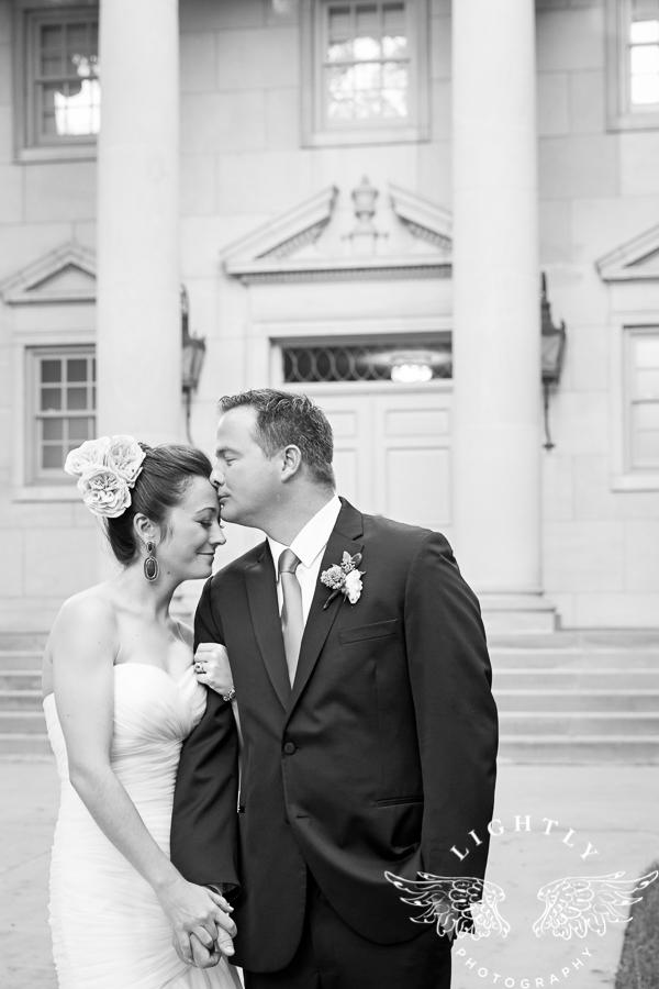 fort-worth-wedding-robert-carr-chapel-reata-bliss-bridal-salon-david-kimmel-floral-greg-beck-by-lightly-photography-0058