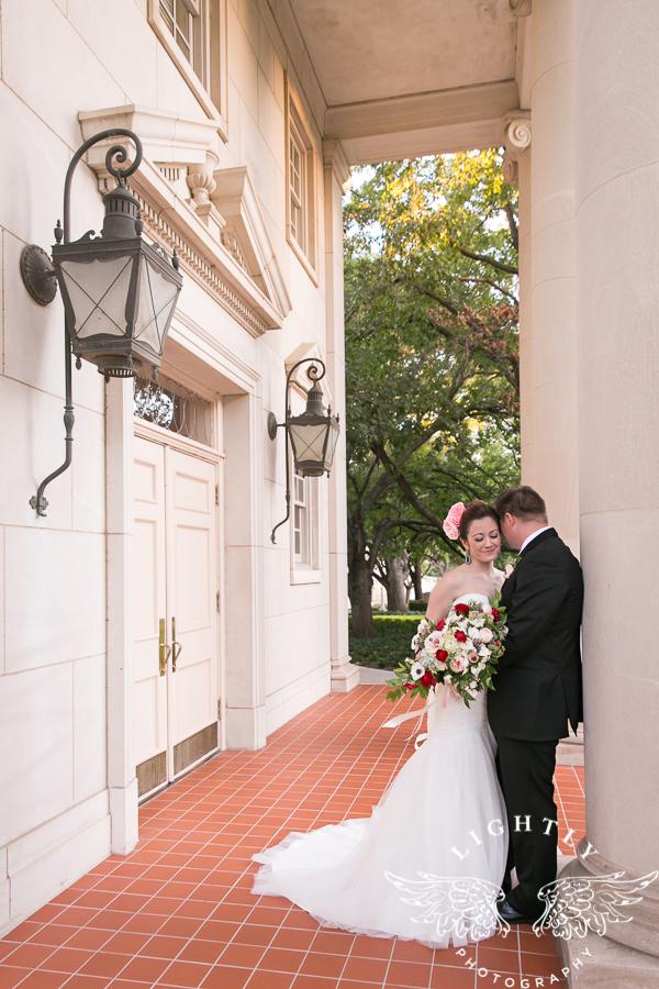 fort-worth-wedding-robert-carr-chapel-reata-bliss-bridal-salon-david-kimmel-floral-greg-beck-by-lightly-photography-0059
