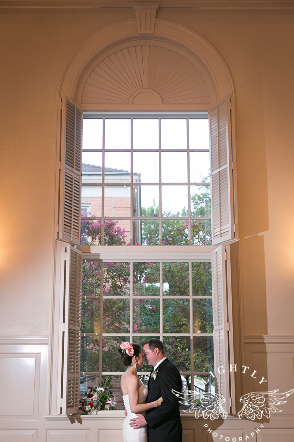 fort-worth-wedding-robert-carr-chapel-reata-bliss-bridal-salon-david-kimmel-floral-greg-beck-by-lightly-photography-0065