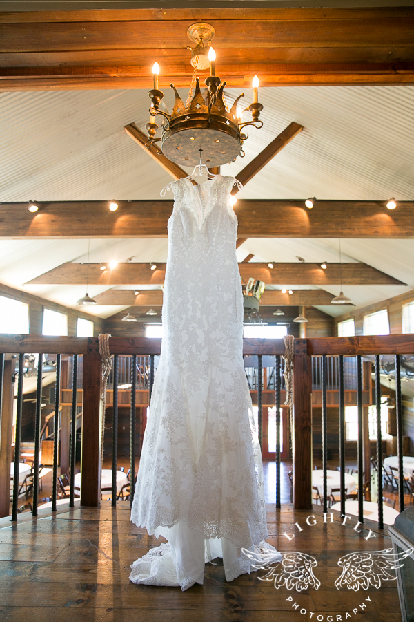 wedding-at-thistle-springs-ranch-bliss-bridal-salon-remebrance-flowers-leforce-entertainment-mens-warehouse-serendipity-events-by-tina-lightly-photography-0001