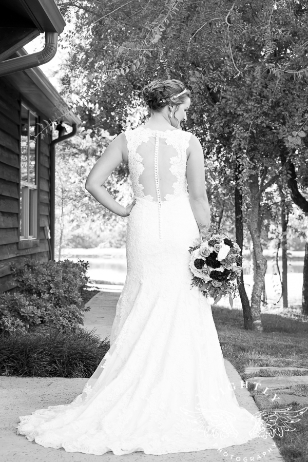 wedding-at-thistle-springs-ranch-bliss-bridal-salon-remebrance-flowers-leforce-entertainment-mens-warehouse-serendipity-events-by-tina-lightly-photography-0035