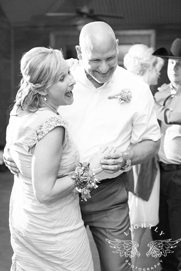 wedding-at-thistle-springs-ranch-bliss-bridal-salon-remebrance-flowers-leforce-entertainment-mens-warehouse-serendipity-events-by-tina-lightly-photography-0103