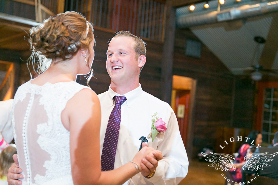 wedding-at-thistle-springs-ranch-bliss-bridal-salon-remebrance-flowers-leforce-entertainment-mens-warehouse-serendipity-events-by-tina-lightly-photography-0107
