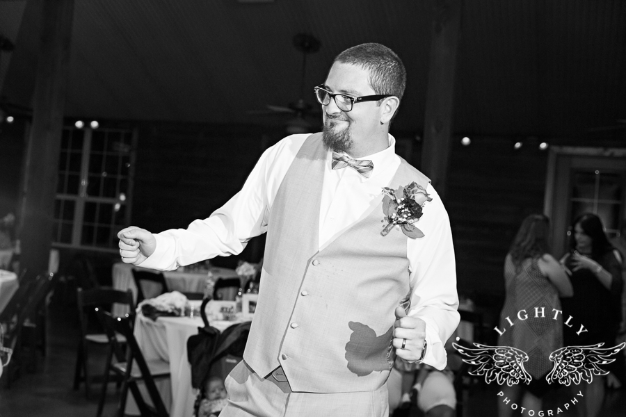 wedding-at-thistle-springs-ranch-bliss-bridal-salon-remebrance-flowers-leforce-entertainment-mens-warehouse-serendipity-events-by-tina-lightly-photography-0120