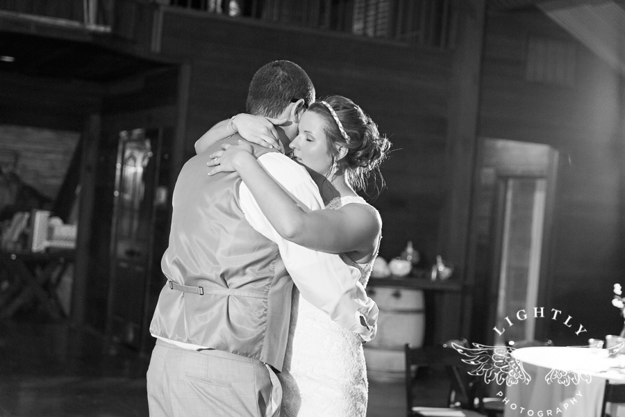 wedding-at-thistle-springs-ranch-bliss-bridal-salon-remebrance-flowers-leforce-entertainment-mens-warehouse-serendipity-events-by-tina-lightly-photography-0125