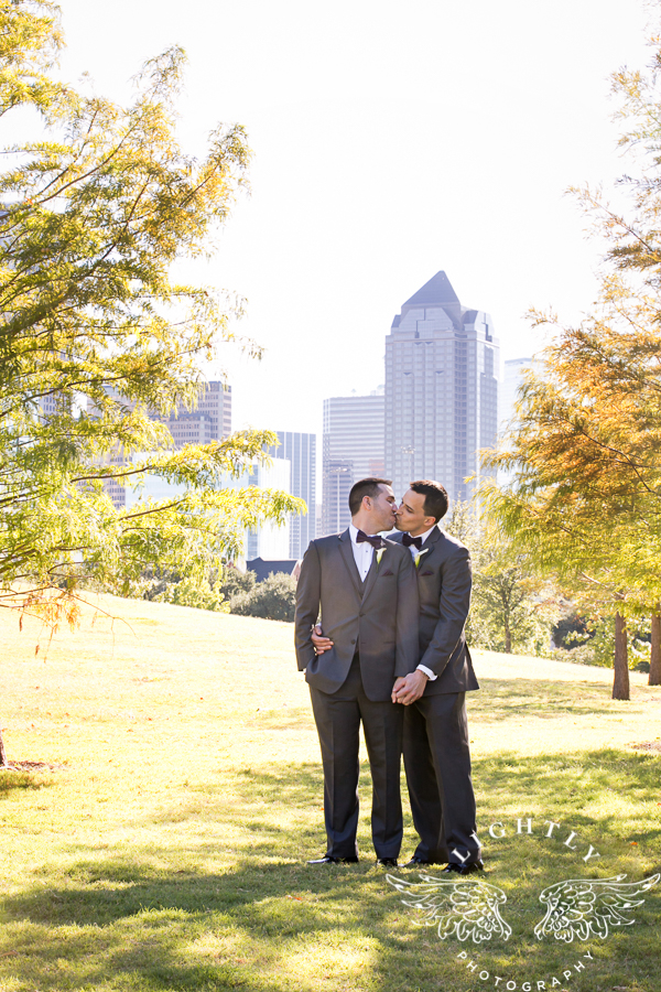dallas-wedding-city-place-towers-lizzie-bees-flowers-lightly-photography-0039