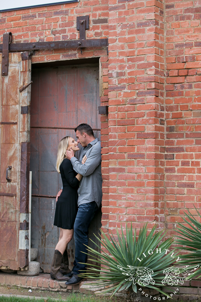 engagement-session-fort-worth-stockyards-downtown-fort-worth-amanda-mccollum-lightly-photography-008
